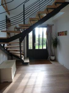 Escalier et porte d'entrée dessinés par Anthracite déco.