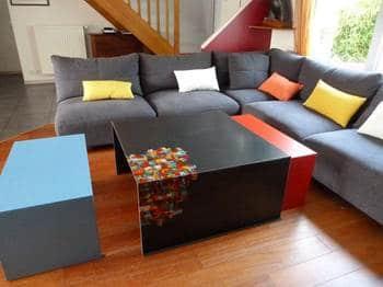 Tables gigognes pour salon coloré
