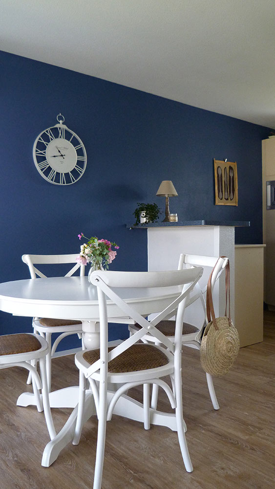 "Côté séjour: peinture ""Pitch Blue"" de Farrow and Ball"