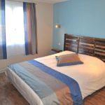 """Hotel """"Les Remparts"""" de Belle ïle . Chambre bleue"""